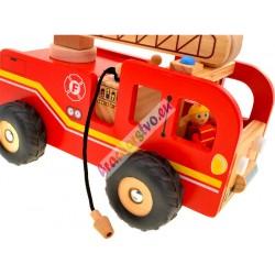 Drevené hasičské auto s pohyblivou plošinou