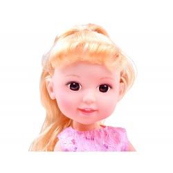 Elegantná bábika v bálovej sukni