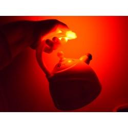 Čajník so svetelnými a zvukovými efektmi, s parou