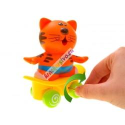 Nakrúcacie zvieratko na skateboarde
