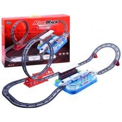 Osobný elektrický vláčik so slučkou na dráhe