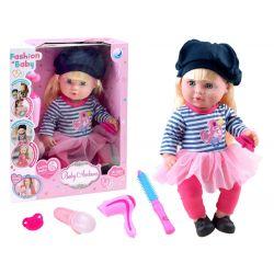 Bábika s dlhými vlasmi v modernom oblečení