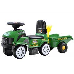 Veľký traktor s prívesom, zelený